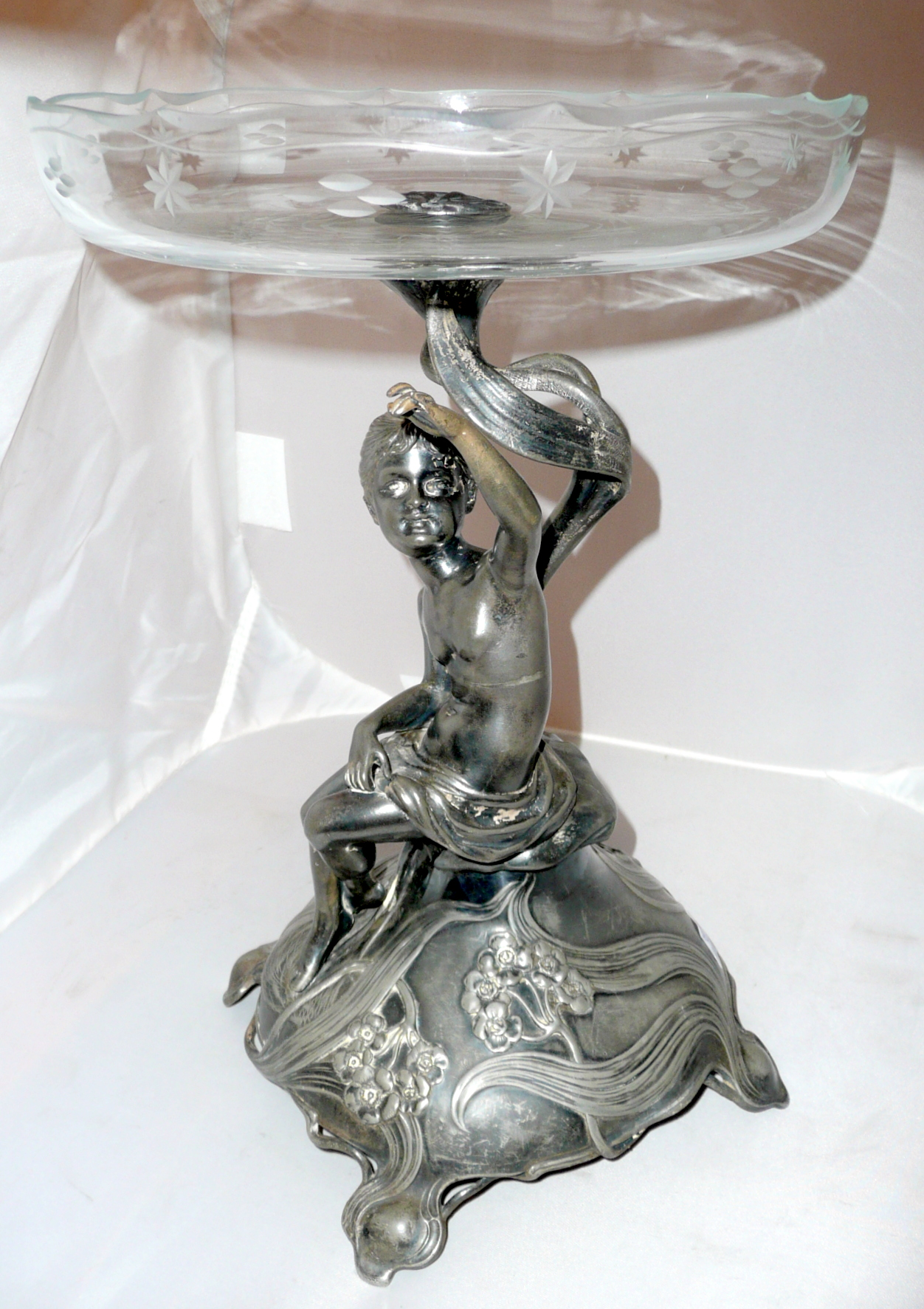Szecessziós asztalközép ezüstözött ón 33,5cm