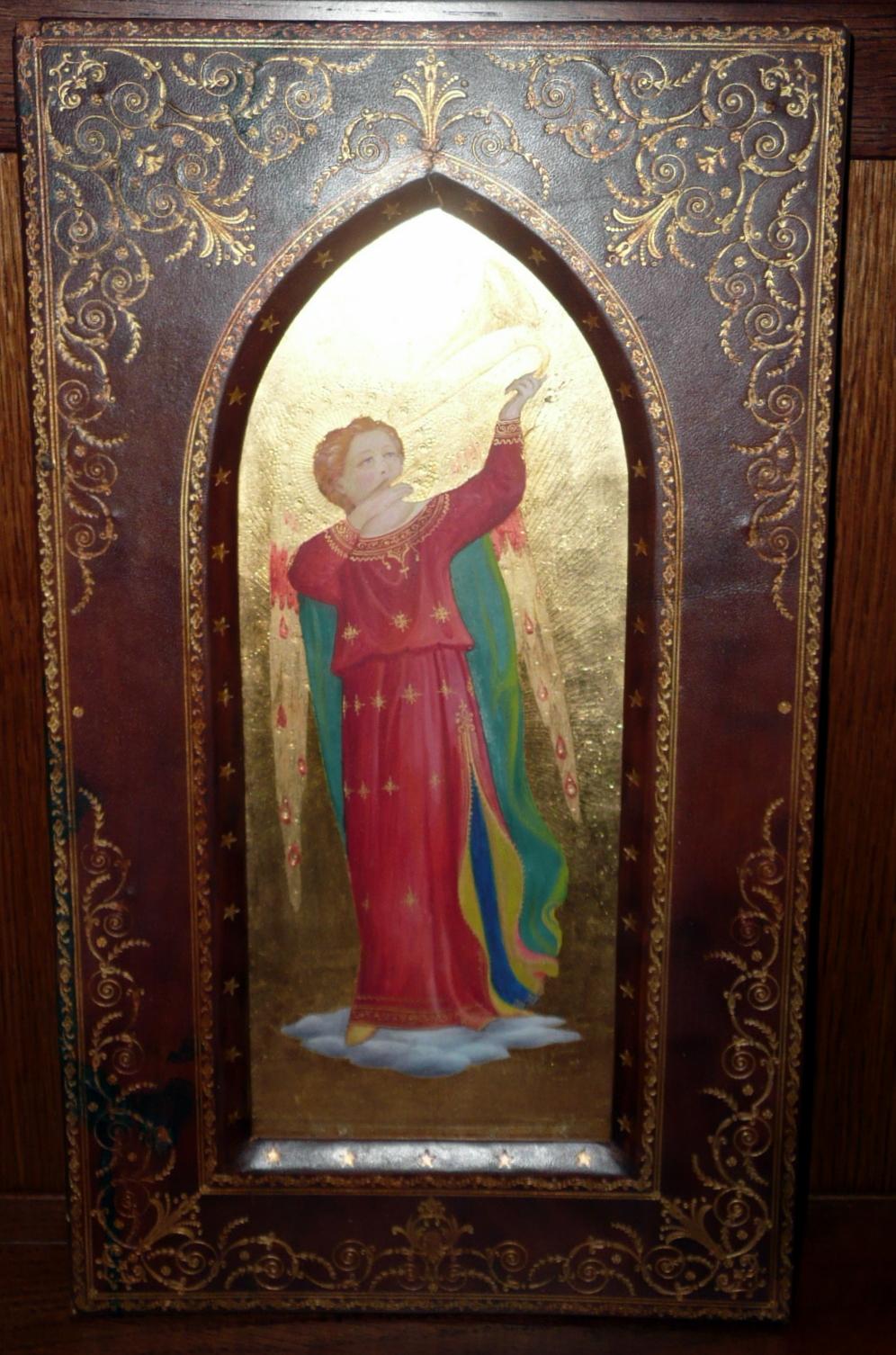 Harsonát Megfújó Angyal akvarell arany háttér előtt